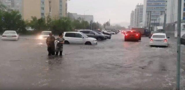 Проблему с ливневками в паблике администрации Красноярска прокомментировали.