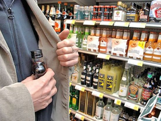 В Ростовской области вор получил год строгача за кражу двух бутылок коньяка из магазина