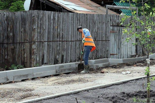 Продолжается ремонт в Центральном районе набережной Качи.