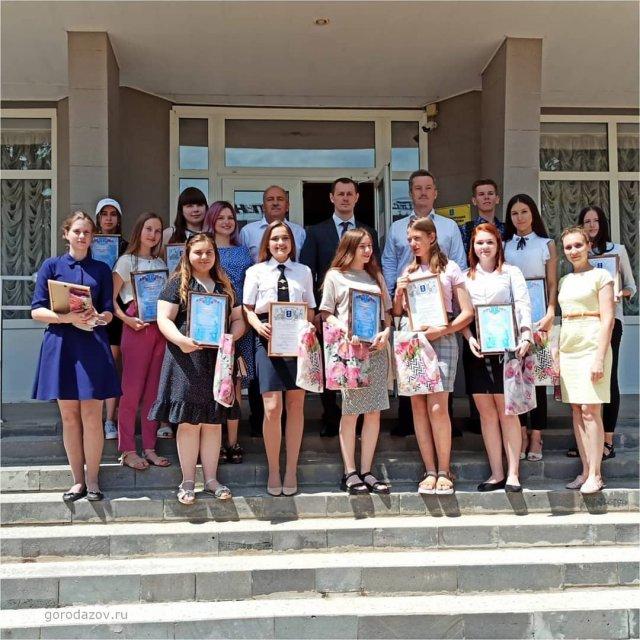 Накануне Дня молодежи глава городской администрации Владимир Ращупкин встретился с активистами азовских молодежных организаций.