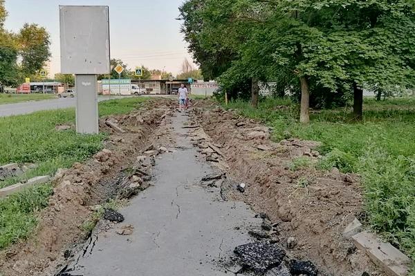 В Азове началось благоустройство сквера по улице Инзенской