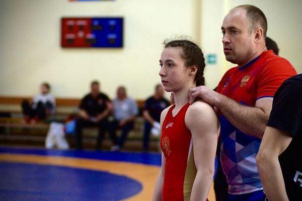 Уроженка Азовского района 18–летняя Полина Лукина стала чемпионом Европы по спортивной борьбе
