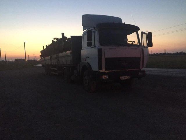 Сорвавшееся с грузовика бревно стало причиной массовой аварии с погибшим в Ростовской области