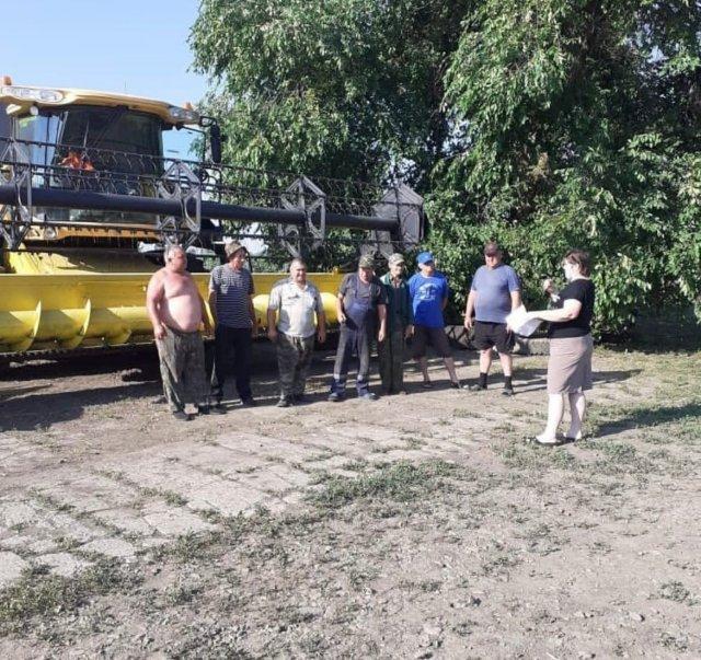 Медицинские работники Азовского района проводят встречи в трудовых коллективах сельхозпредприятий