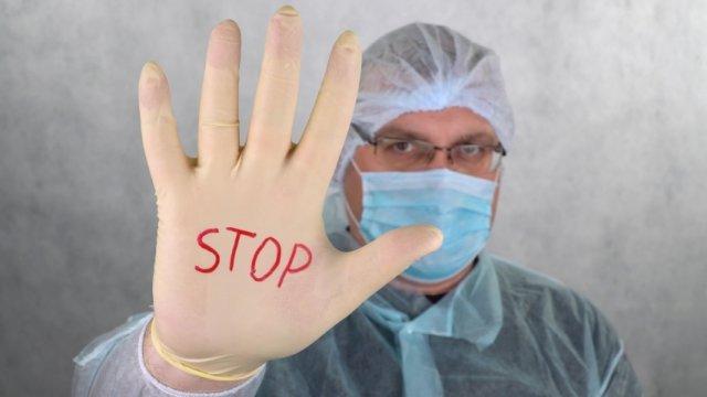 Главный санитарный врач Ростовской области требует ужесточить ограничительные меры.