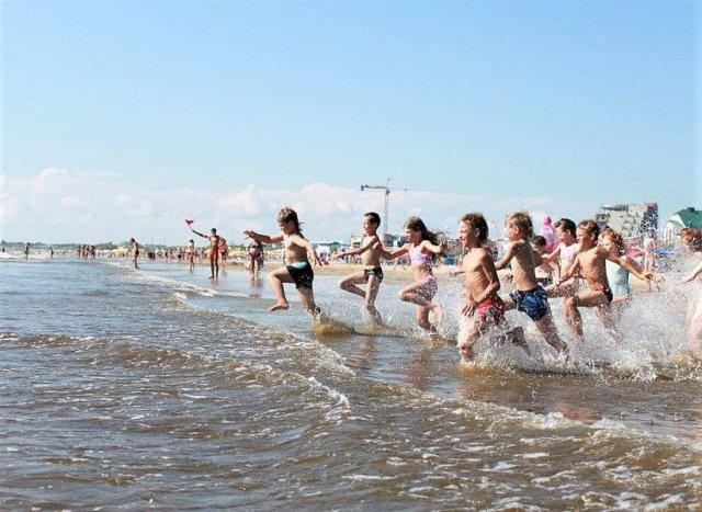 В Краснодарском крае сняли запрет на прием с 1 августа непривитых туристов.