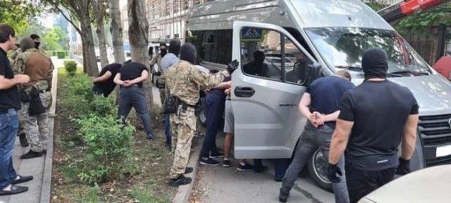 В Ростове задержали банду вымогателей, которые требовали с предпринимателя 50 млн рублей.