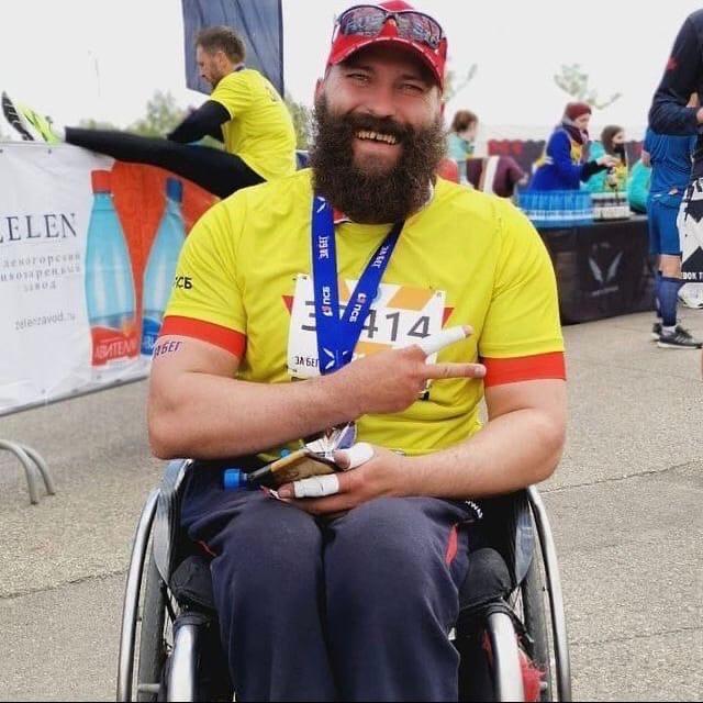 Из Ачинска на Байкал отправился мужчина на инвалидной коляске