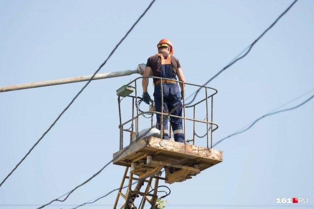 Массовое использование кондиционеров стало причиной перебоев с подачей электричества в дома ростовчан.
