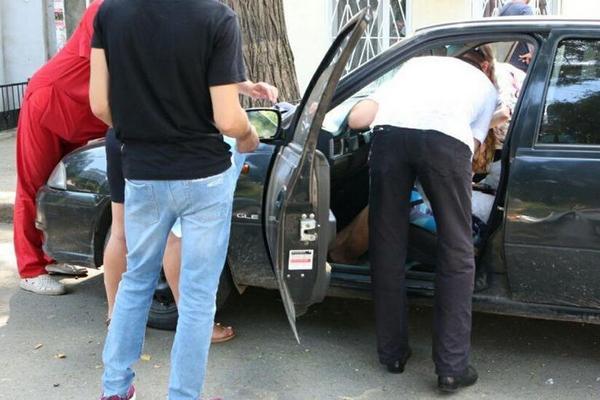 В Азове таксист скончался в автомобиле, приехав на вызов
