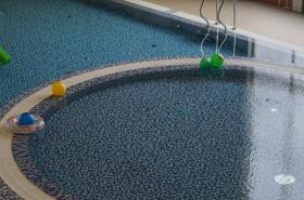 Под суд пойдёт владелица аквацентра, где чуть не утонул ребёнок: «извлекли из воды только через 3 минуты»