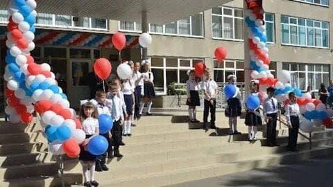 Школы Ростова переведут на особый режим работы из-за неблагополучной ситуации с ковидом.