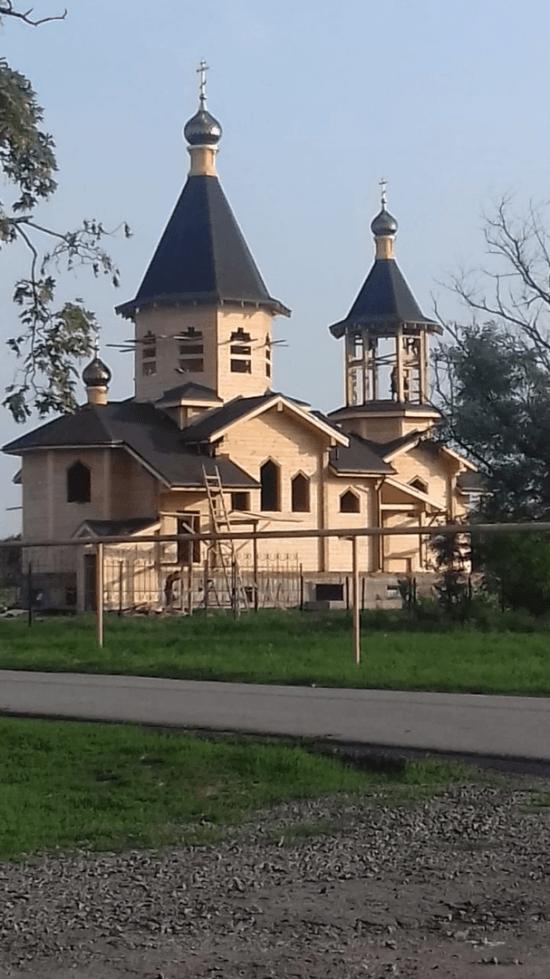 В с.Семибалки Азовского района идёт возведение храма.