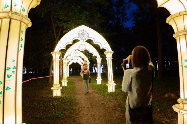 В Ростове-на-Дону открылась выставка гигантских световых фигур