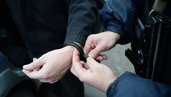 В Азове бывший участковый вымогал и получил 60 000 рублей от замначальника районной полиции.