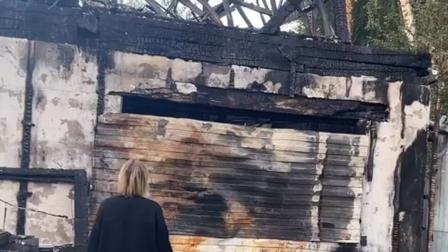 Под Красноярском сгорел дом с магазином, автомобиль и две собаки