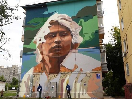 Инициативная группа Красноярцев украшает Красноярские дома