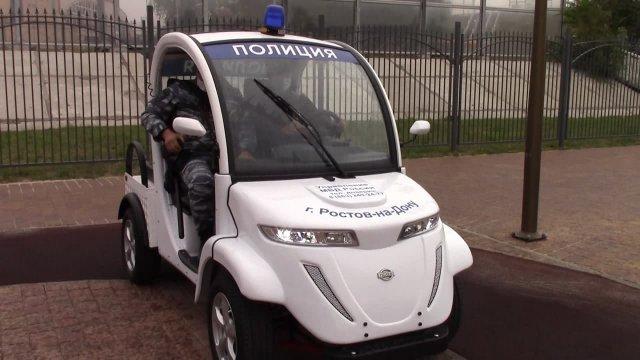 В Ростове власти подарили  полицейским два электромобиля.