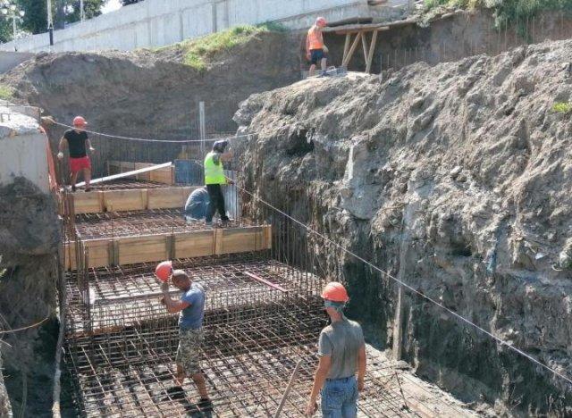 В Азове продолжается строительство смотровой площадки