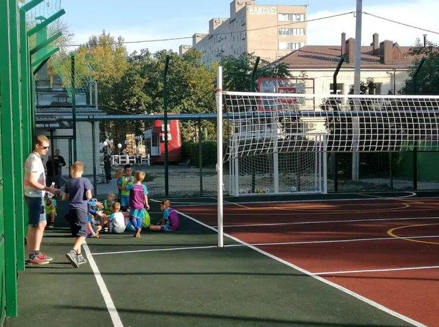 В Азове прошло торжественное открытие многофункциональной спортплощадки на Петровском бульваре 38