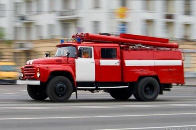 В Азове на центральном рынке горел торговый павильон