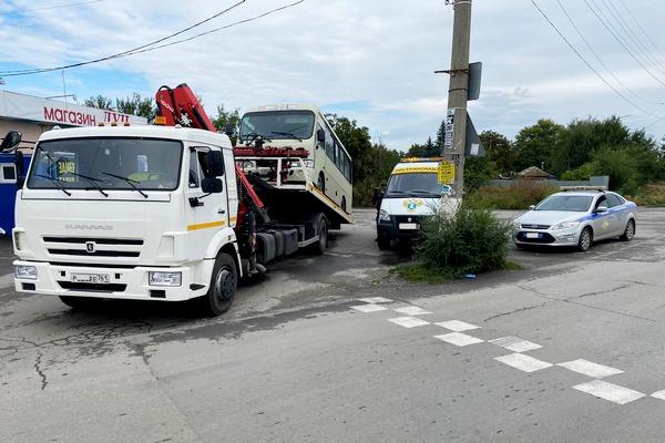 фото Во время скрытых проверок в Азове и Азовском районе сняли с рейсов неисправные автобусы