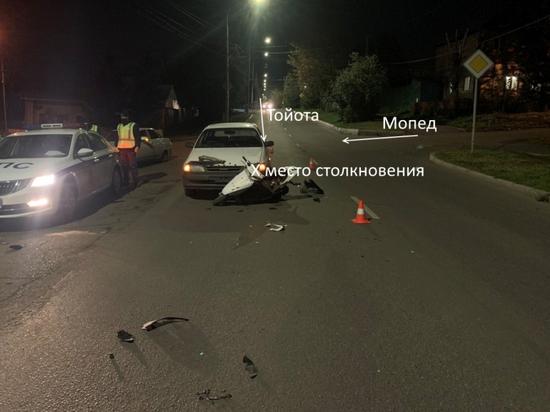 Подросток на угнанном мопеде попал под колеса иномарки в Красноярске