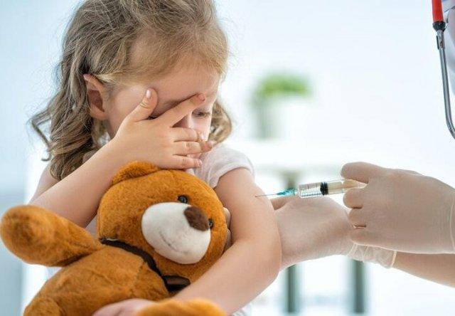 В Минздраве призвали принудительно прививать детей от COVID