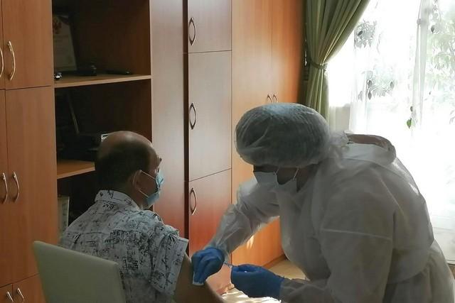 В Азове участились случаи госпитализации с тяжелым течением коронавирусной инфекции молодых людей