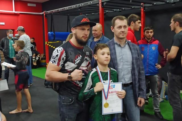 В Азове прошел I открытый чемпионат по смешанному боевому единоборству.