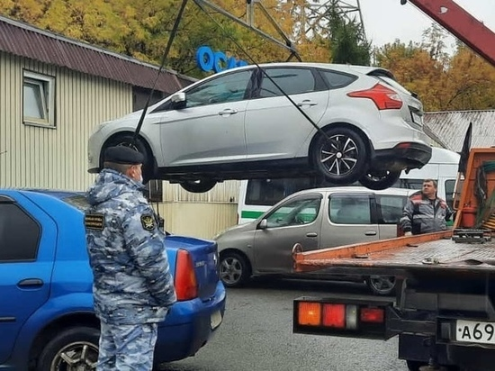 19 автомобилей арестовали судебные приставы в Красноярске и Минусинске