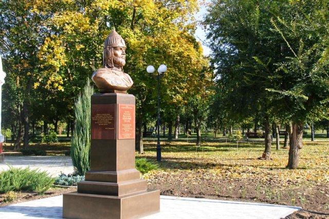 В Азове установили памятник Александру Невскому