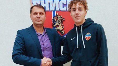 Футбольный клуб «Енисей» переподписал контракт с молодым талантом